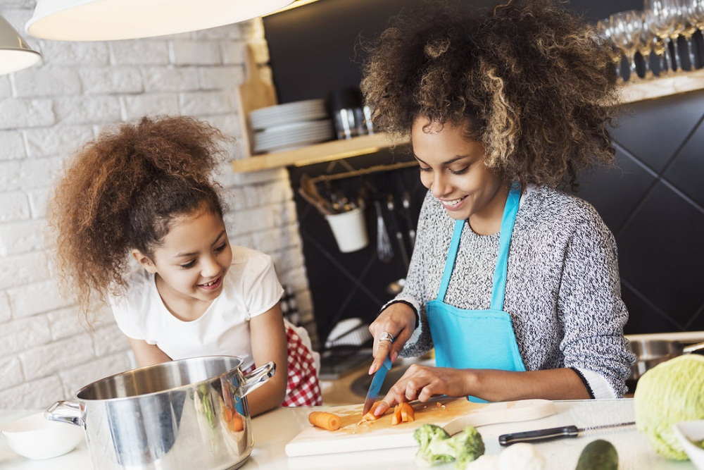 Tips To Get Your Kids Into Kitchen
